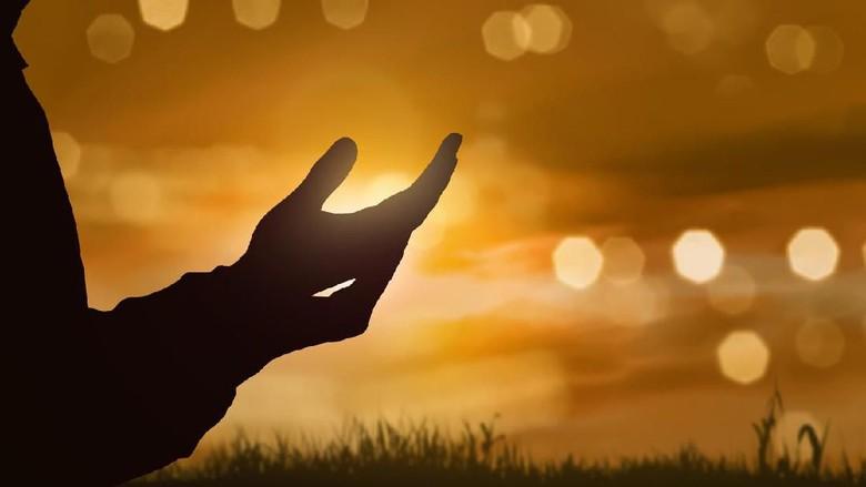 Doa-Mohon-Perlindungan-Dari-Ilmu-Tak-Bermanfaat-IslamRamah.co_